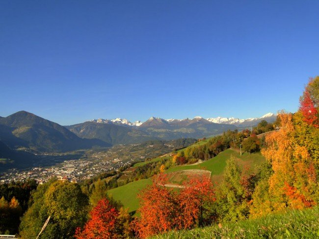 Hiking during your autumn holidays: An explosion of colours